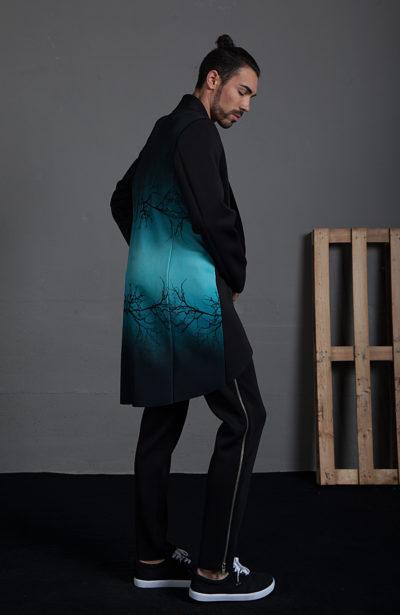 Abrigo con detalle estampado espalda
