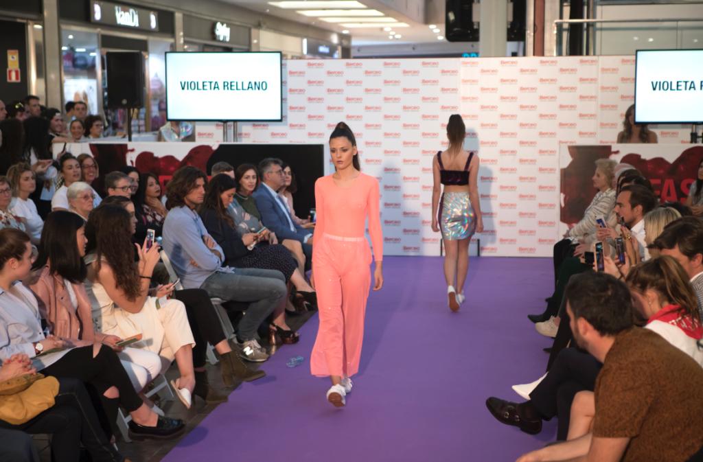 Violeta sobre la pasarela Wine&Fashion Berceo