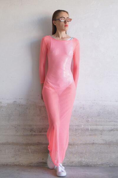 Vestido elástico de tul coral con brillos